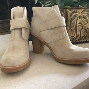 NWOT UGG suede ankle boots Size 9